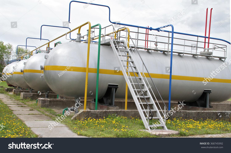 Farmers Gas Tank : Lpg tank farm refinery gas plant stock photo