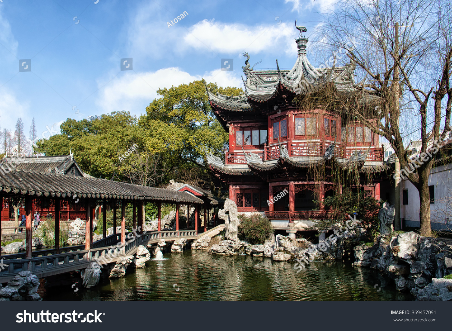 Traditional Chinese Architecture Yu Yuan Gardens Stock ...
