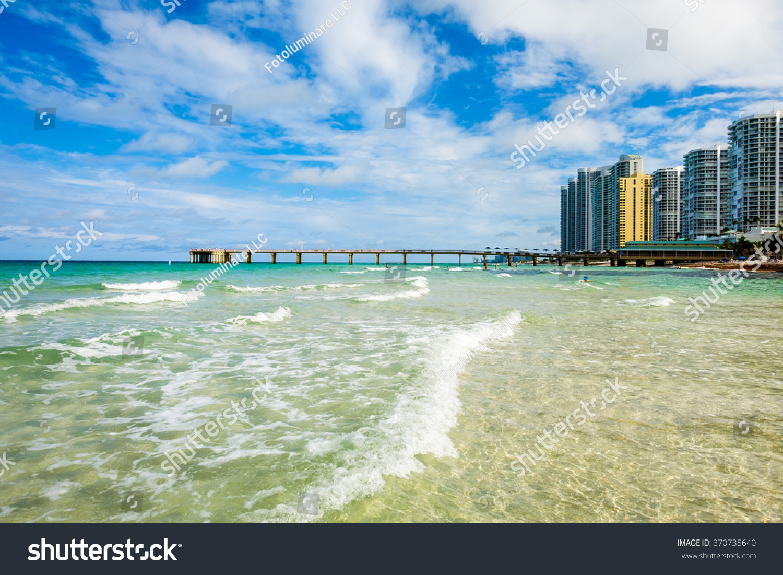 Scenic north miami beach skyline with condos resort for Miami fishing piers