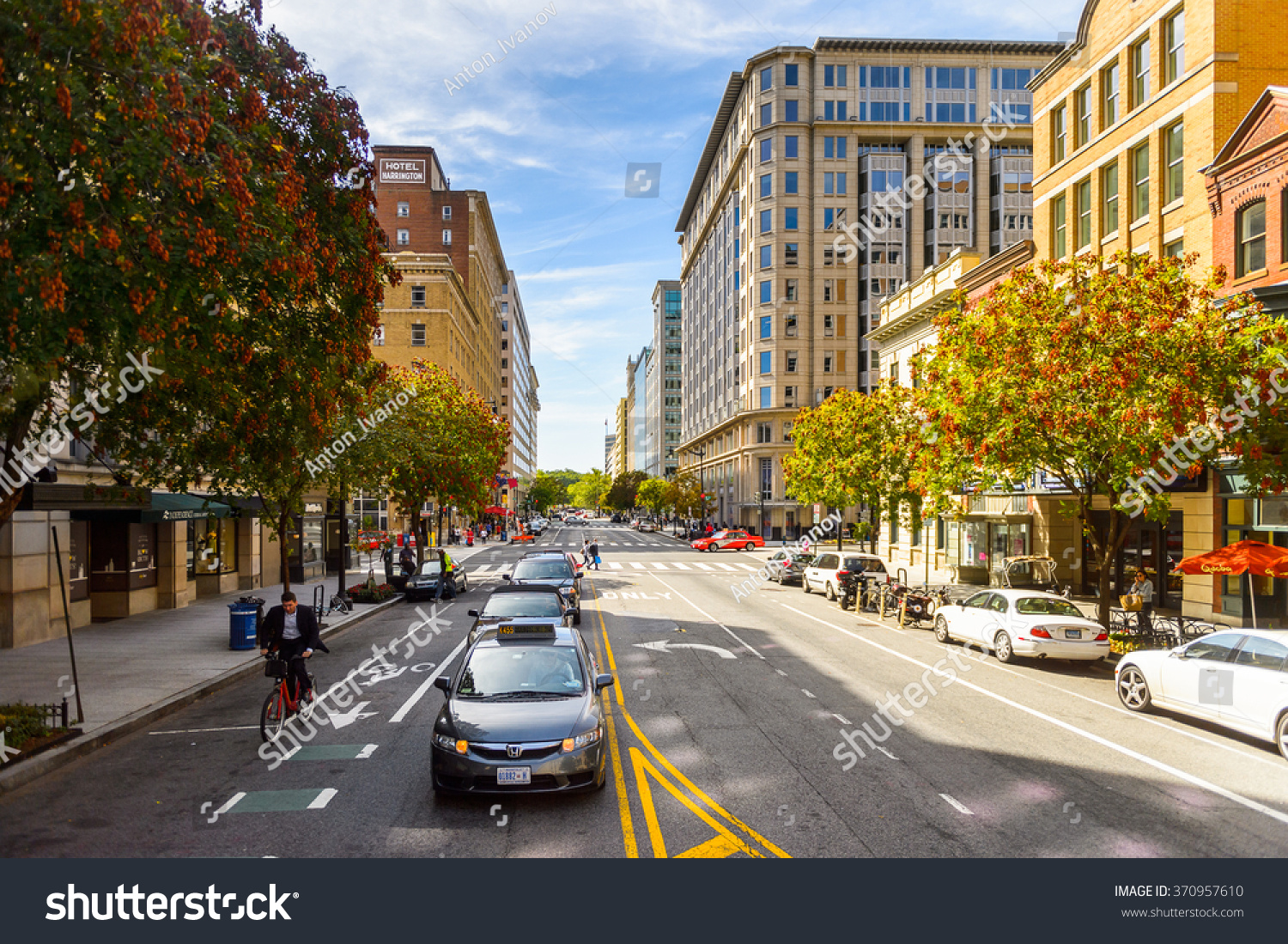 WASHINGTON USA SEP 24 2015 Architecture and traffic of Washington DC Washington is the capital of the United States