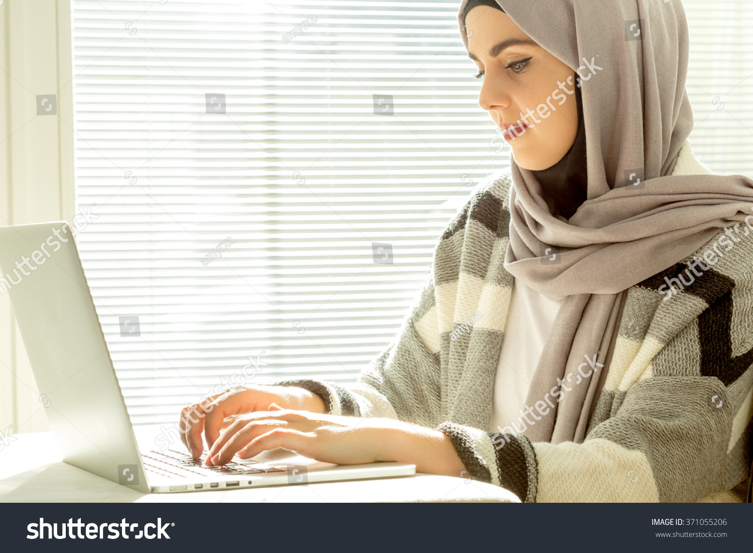 commerce muslim single women You will meet single, smart, beautiful men and women in your city muslim single women in usa - join one of best online dating sites for single people.