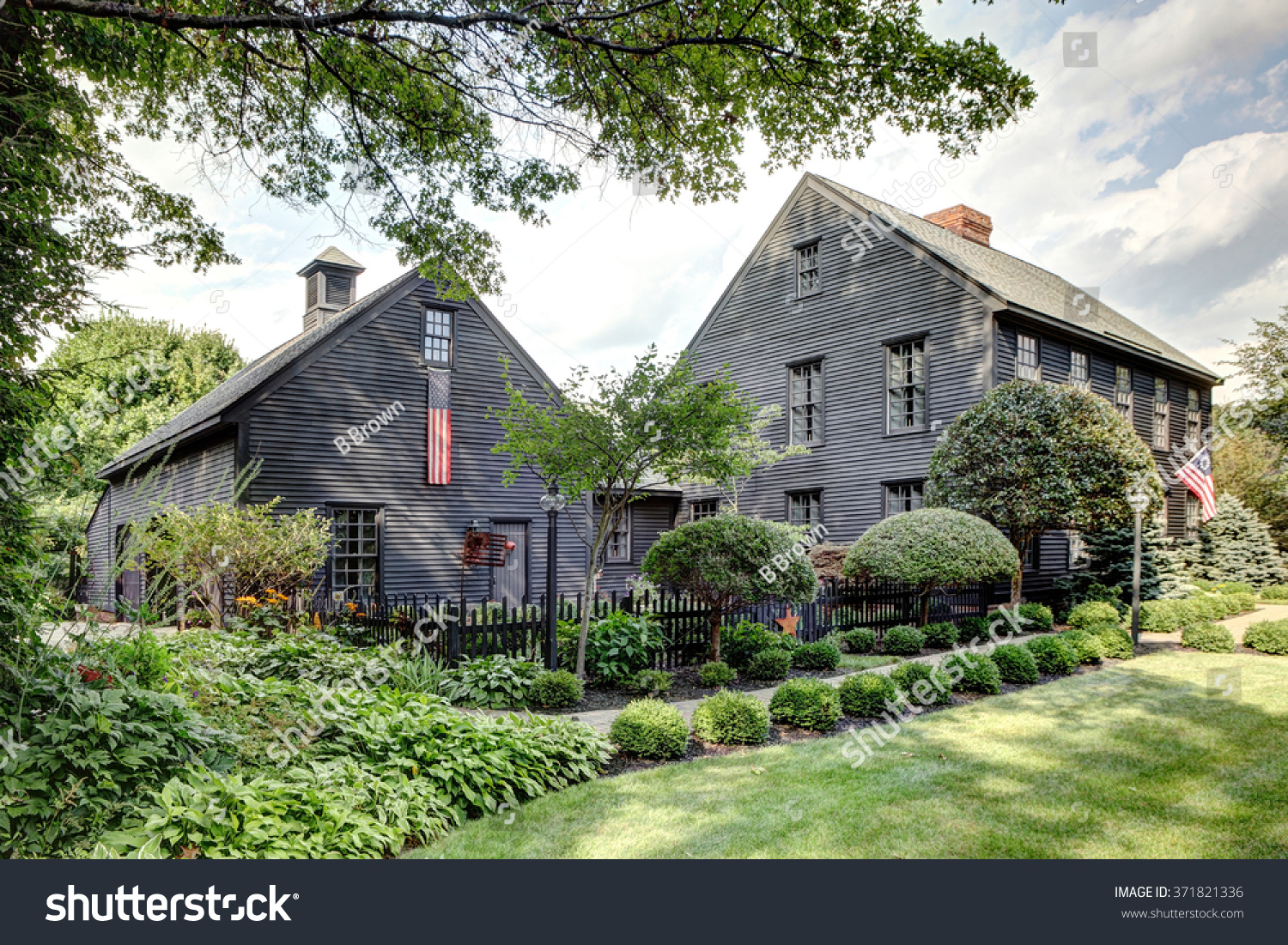 Image porch landscaping primitive colonial style stock for Reproduction homes