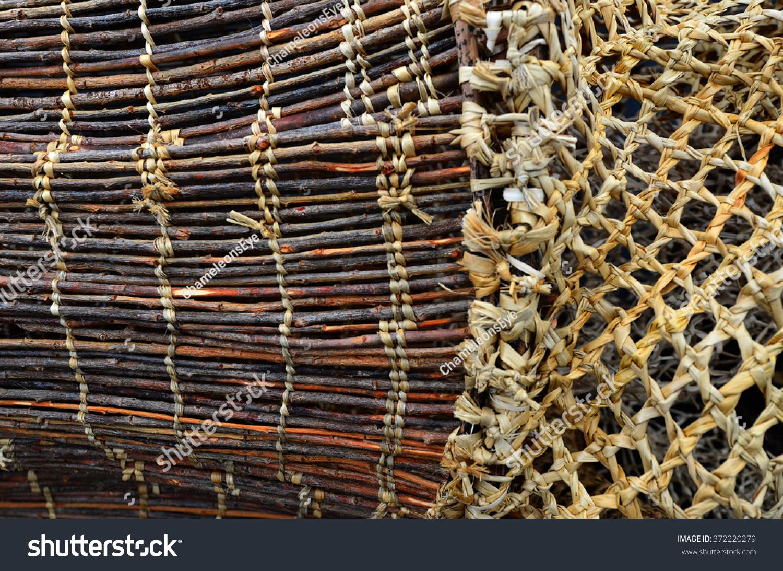 Maori wooden fishing net details traditional maori culture for Wooden fishing net