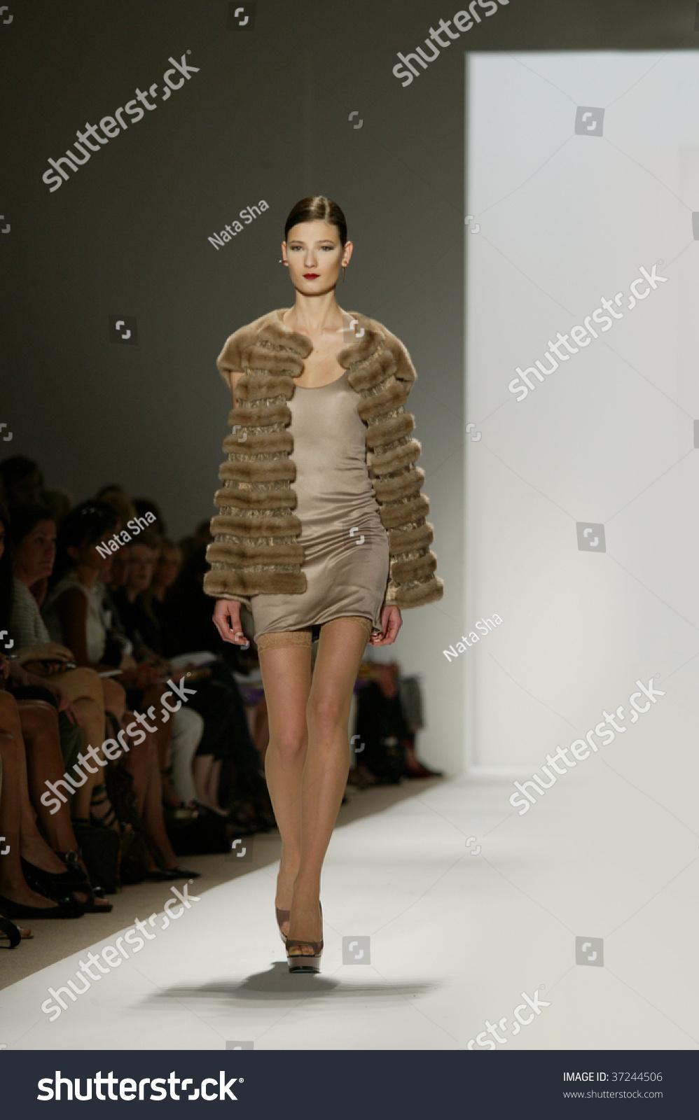 NY Fashion Week 09: Betsey Johnson SpringSummer2010 pictures