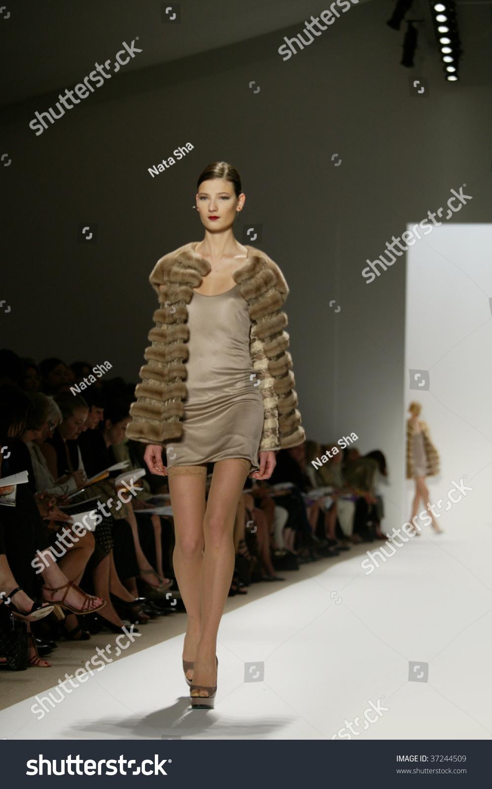 NY Fashion Week 09: Betsey Johnson SpringSummer2010