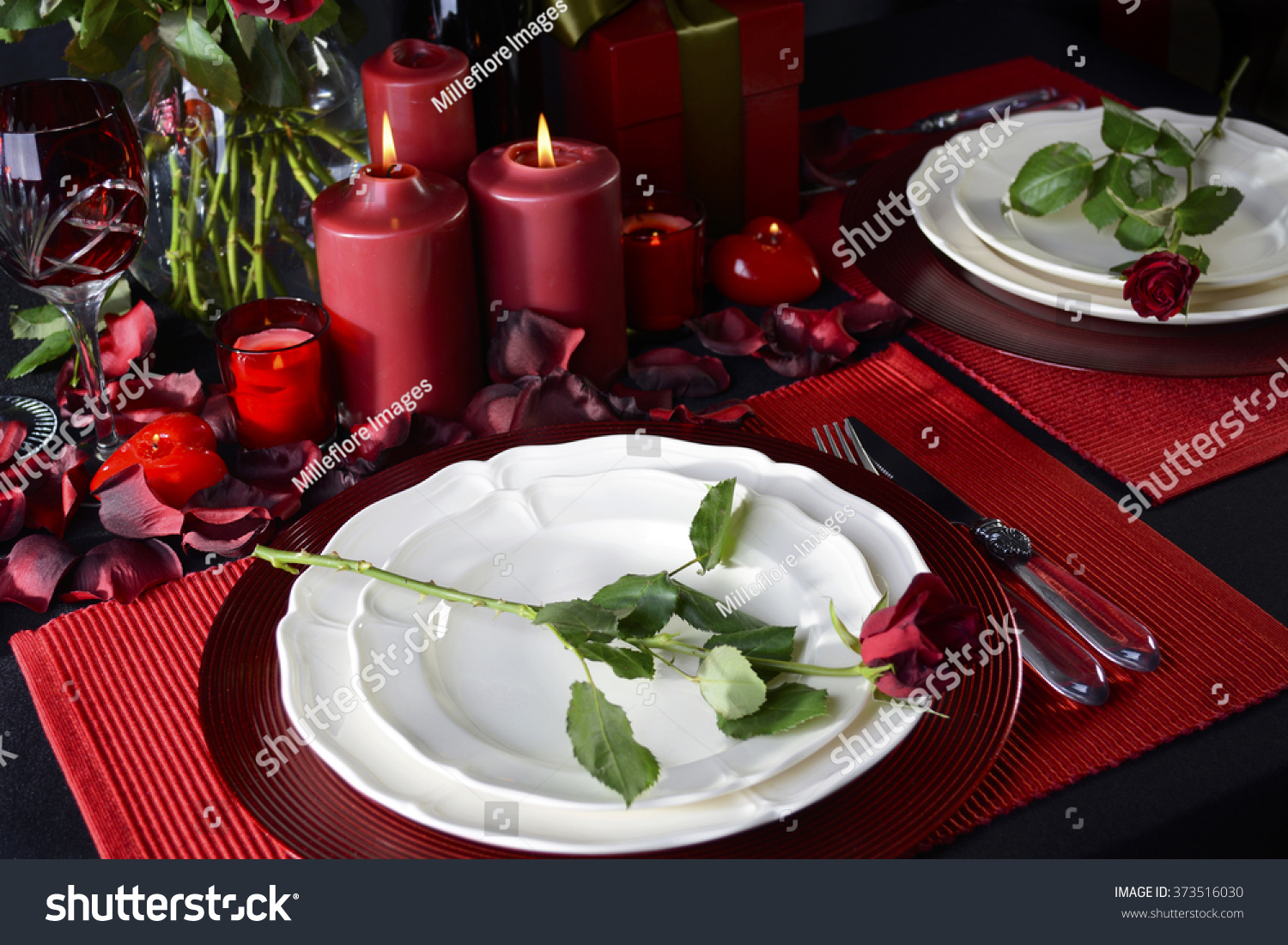 How to set a romantic dinner table for two - Romantic Valentine Candle Light Dinner For Two Table Setting For Two With Red Roses Gift