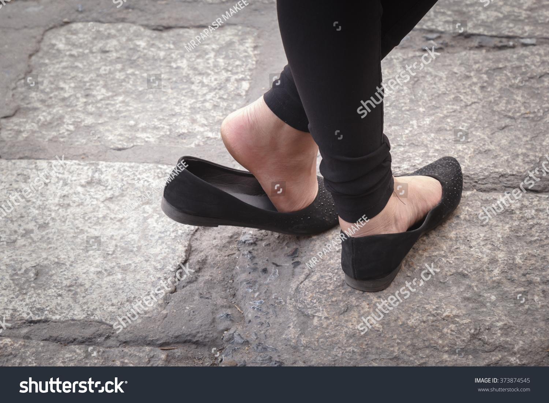 Womens bare feet pics