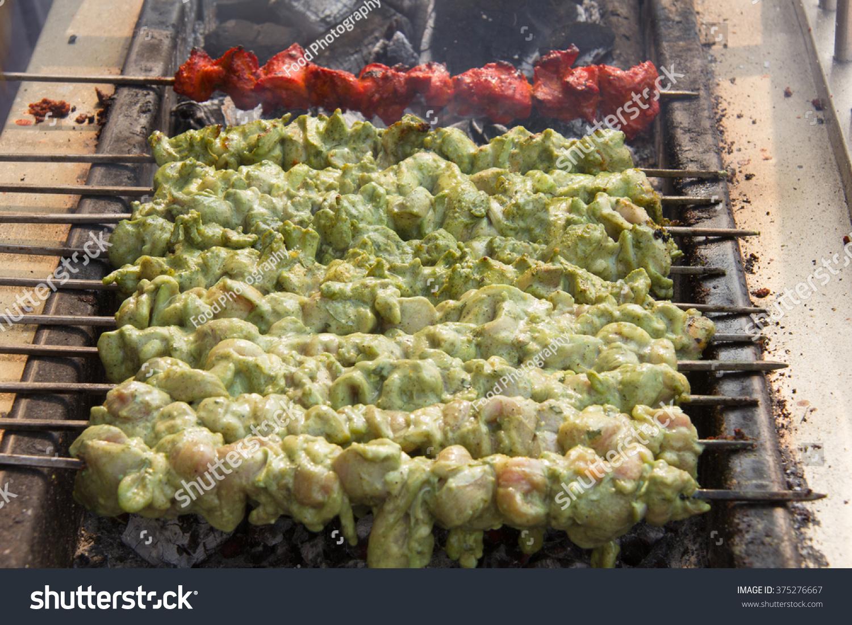 切成美食。食物印度小块和鸡肉切成小块hariy伊尔鸡肉库斯克图片