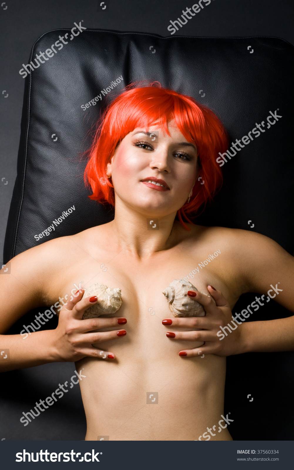 naked woman in wig