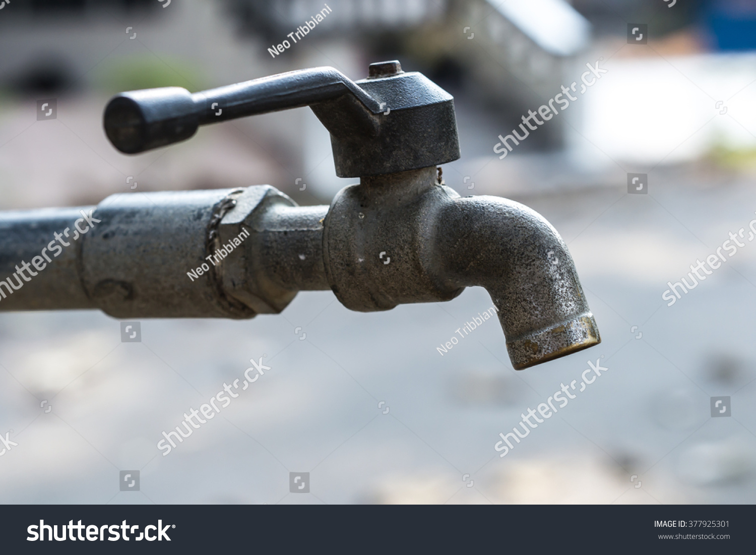 Old Faucet Old Rusty Tap Leaking Stock Photo 377925301 - Shutterstock