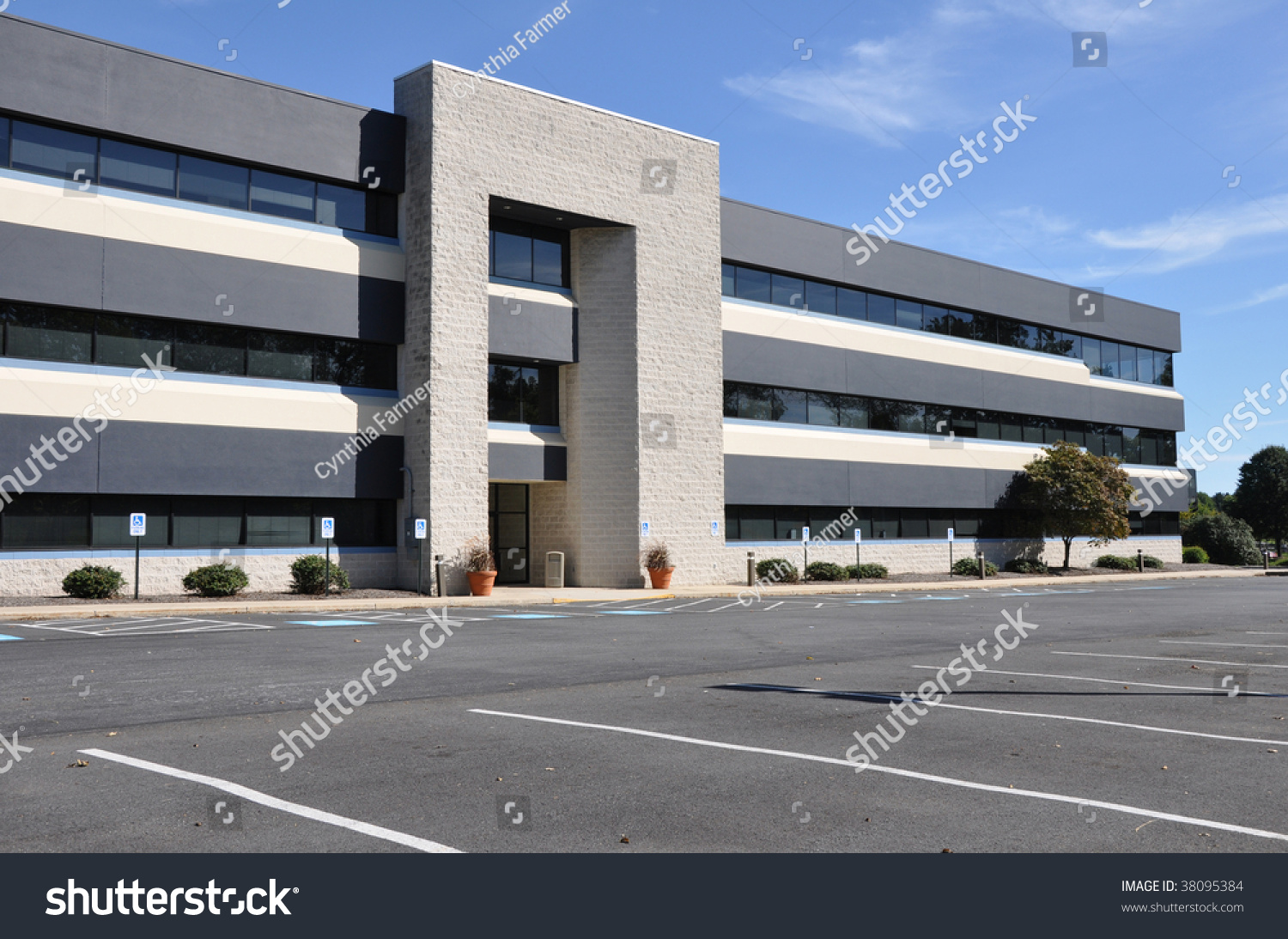 Image gallery modern office exterior for Modern commercial building exterior design
