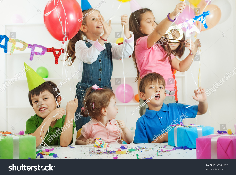 Group Children Birthday Party Stock Photo 38526457