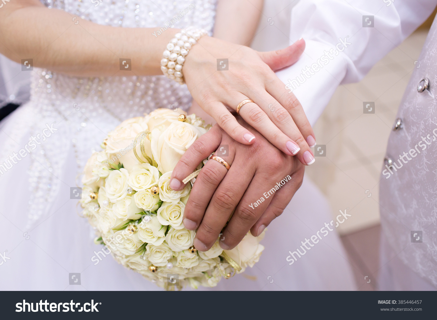 The groom places the ring on the bride\'s hand. Photo closeup | EZ Canvas