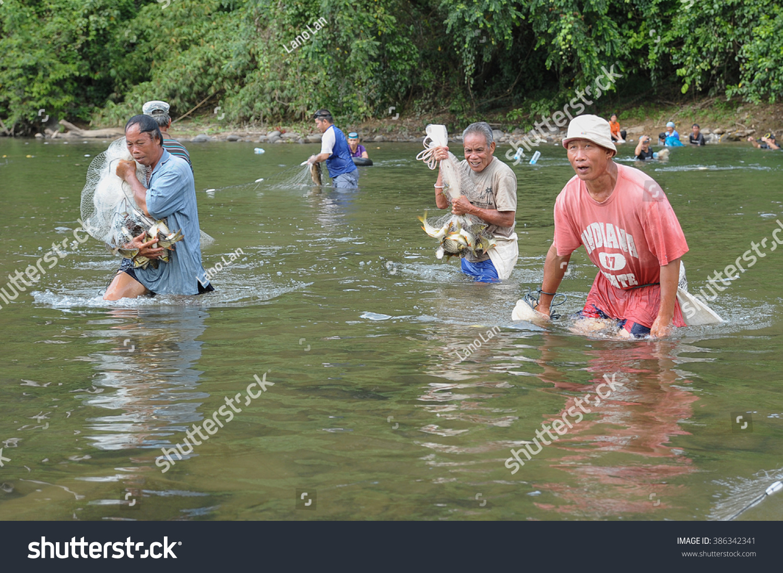 Freshwater fish malaysia - Kiulu Sabah Malaysia Mar 3 2016 Two Unidentified Man Lifting A Bunch