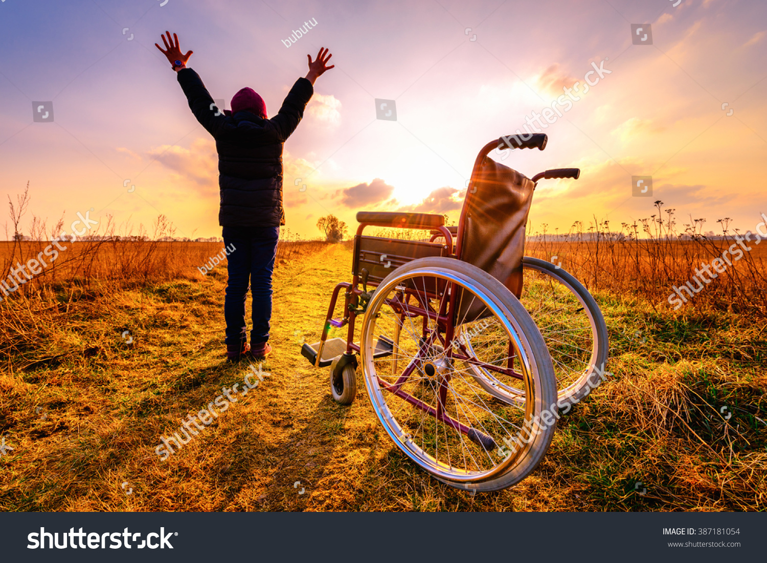 Miracle Recovery Young Girl Gets Wheelchair Stockfoto