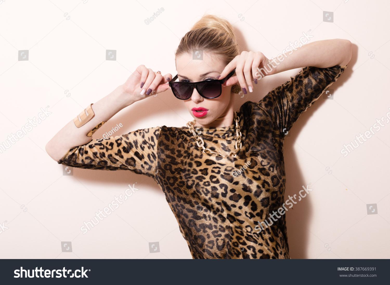 Seductive lady in villa video nsfw films