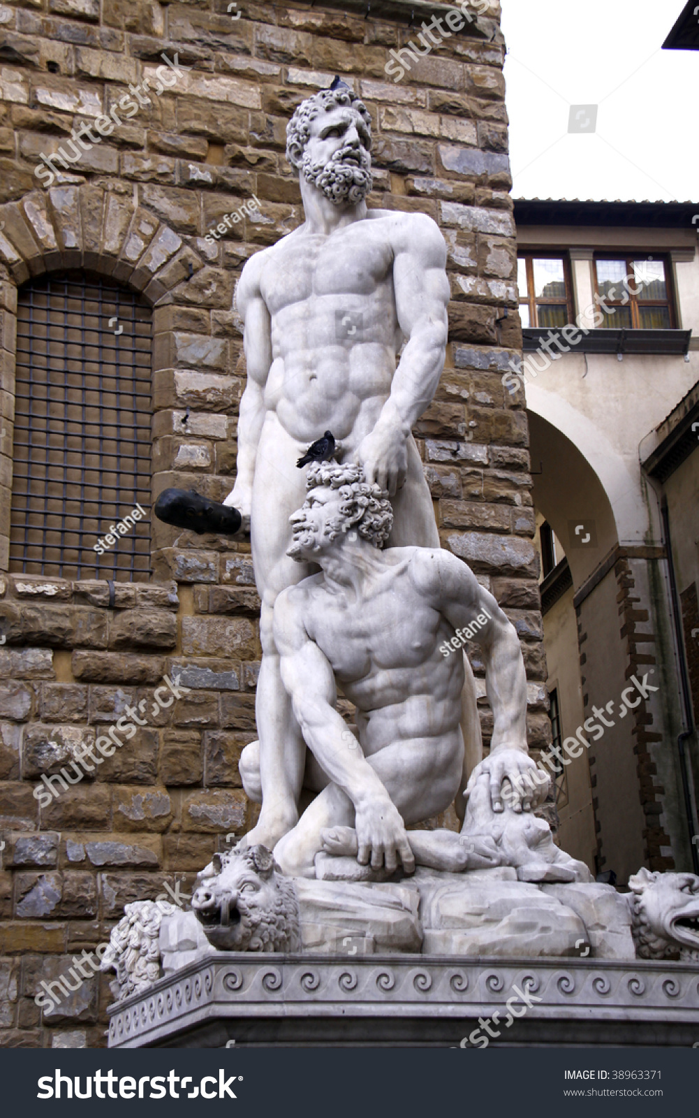 hercules and cacus statue in front of palazzo vecchio in