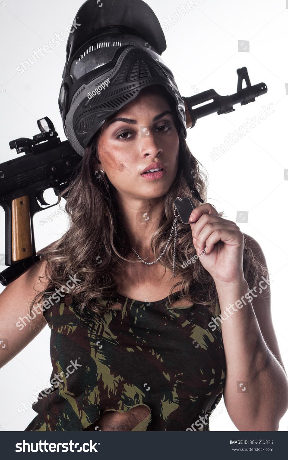 Photography women in brazil posing with guns foto 569