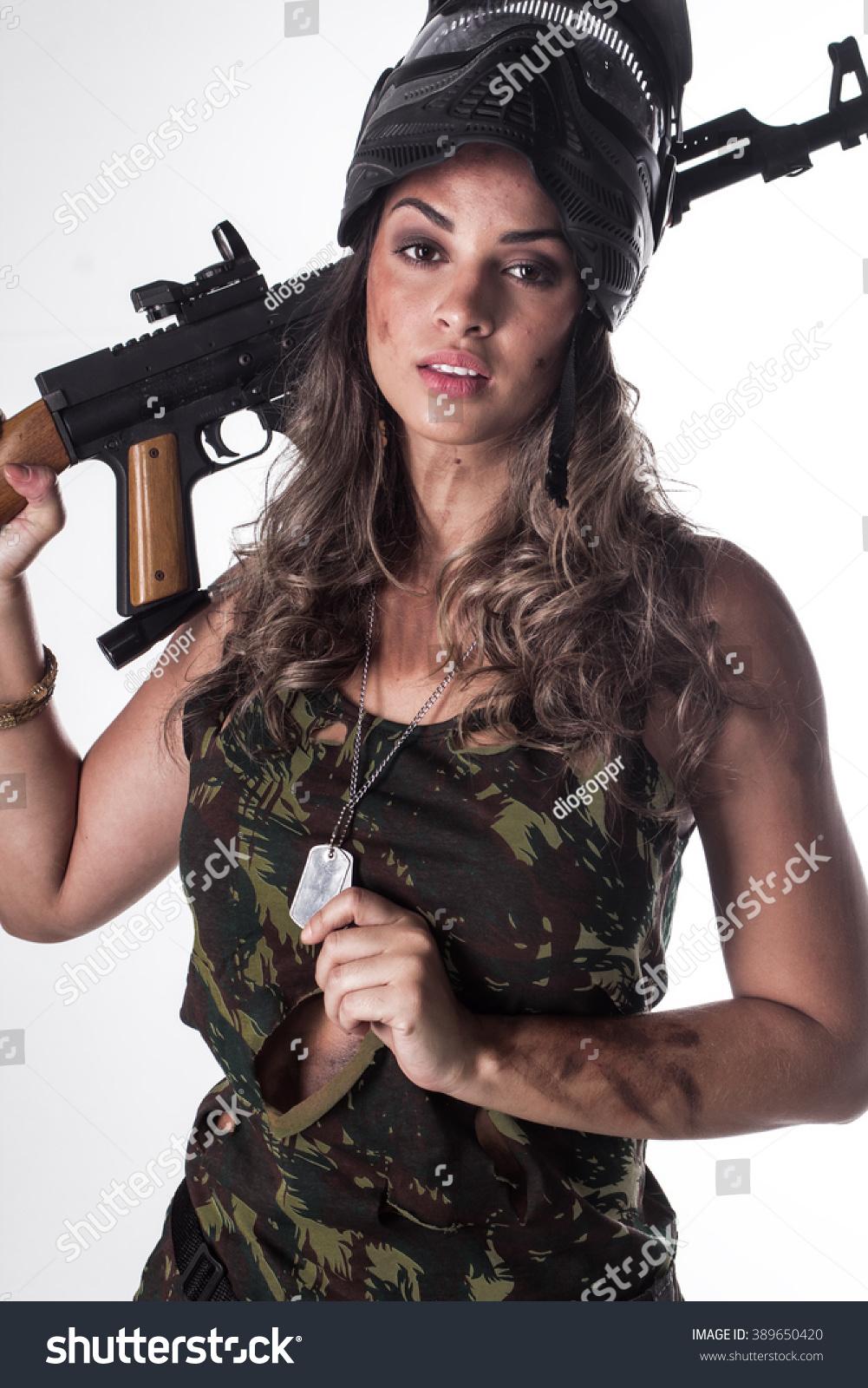 Photography women in brazil posing with guns foto 836