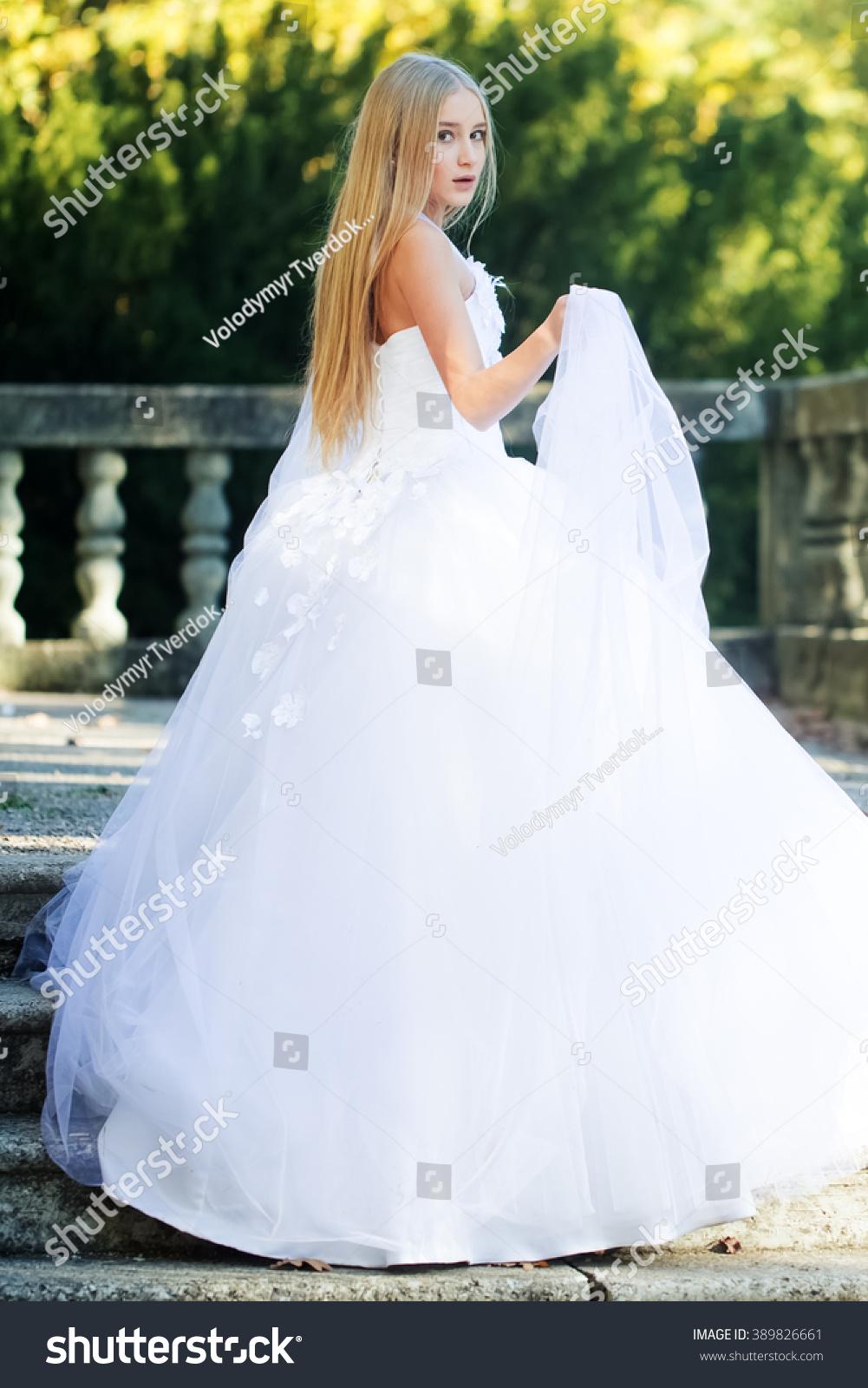 Pretty Sensual Thoughtful Young Bride Girl Stock Photo 389826661 ...