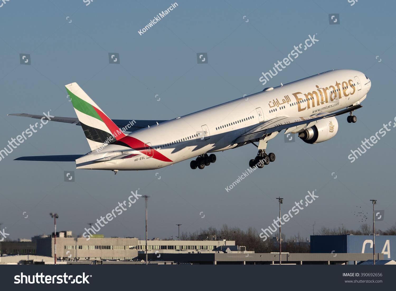 Aeroporto Waw : Warsaw poland december 29 emirates 777 stock photo royalty free