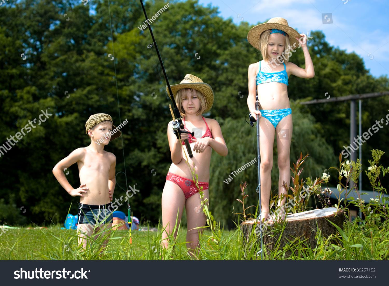Дети на пруду фото