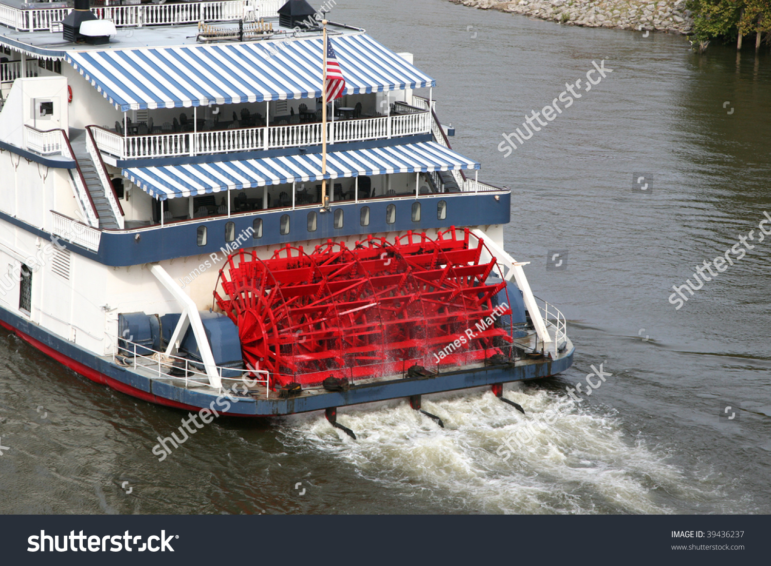 Old Fashioned Paddle Boat River Stock Photo 39436237