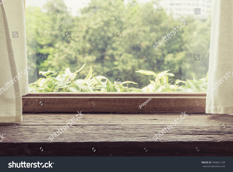 素材旁边的窗帘木桌和白色的窗户-长发/女孩,室一个木头从背景到短发图片