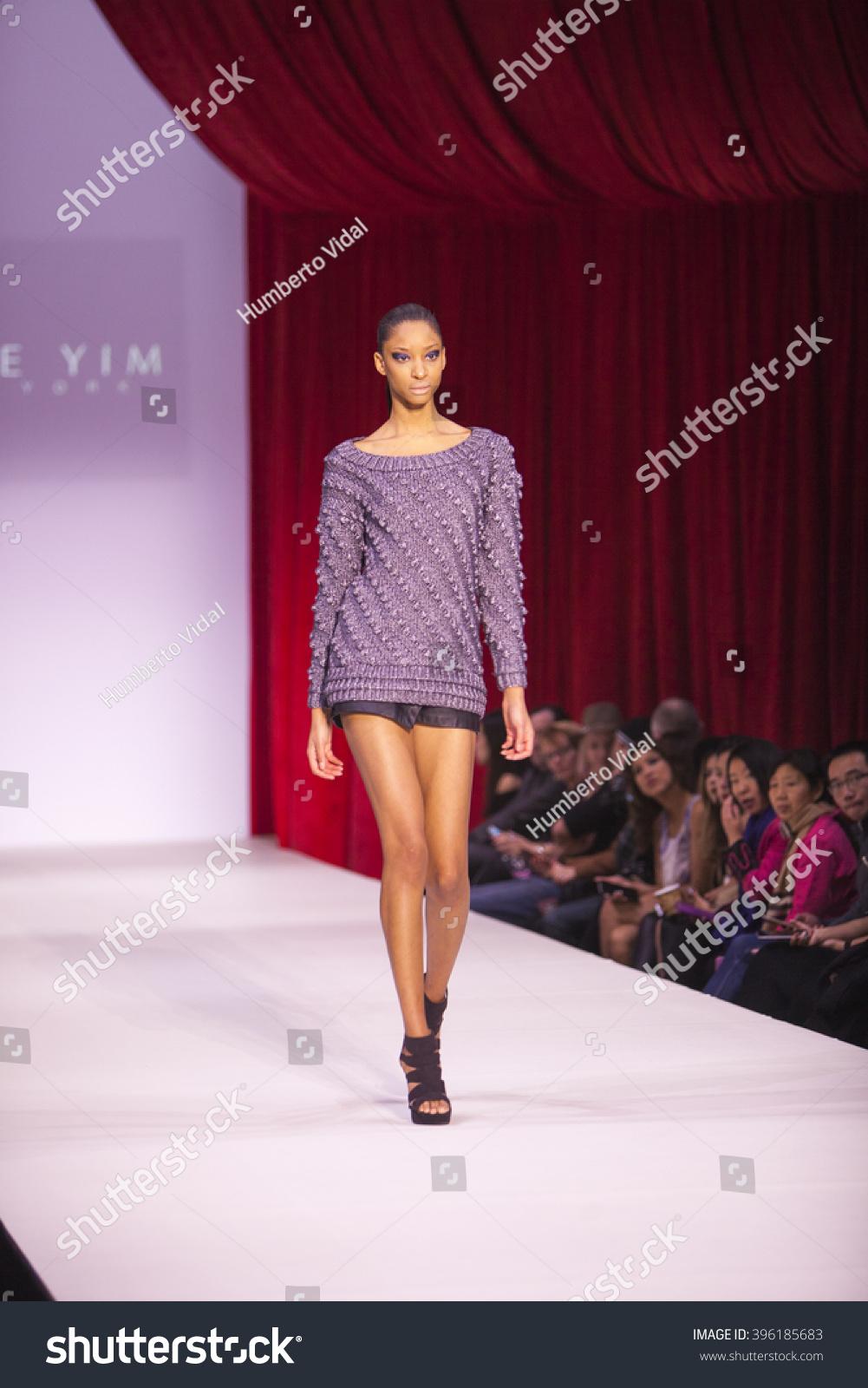 Model Walks Runway Alice Yim Fall Stock Photo 396185683 Shutterstock
