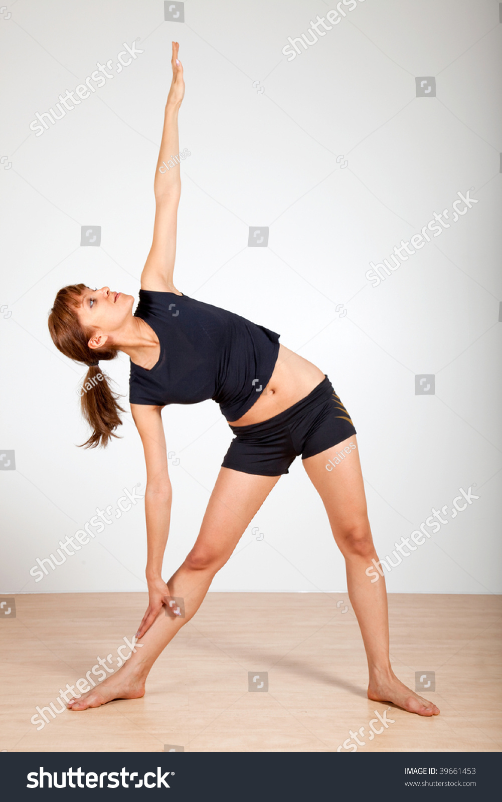 yoga extended triangle pose imagen de archivo stock 39661453 shutterstock. Black Bedroom Furniture Sets. Home Design Ideas