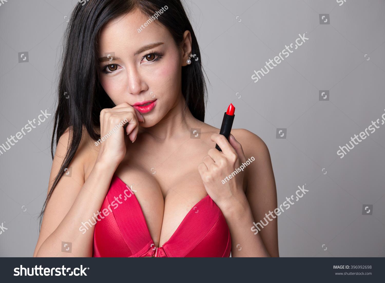 Photo Asian Woman Holding 69