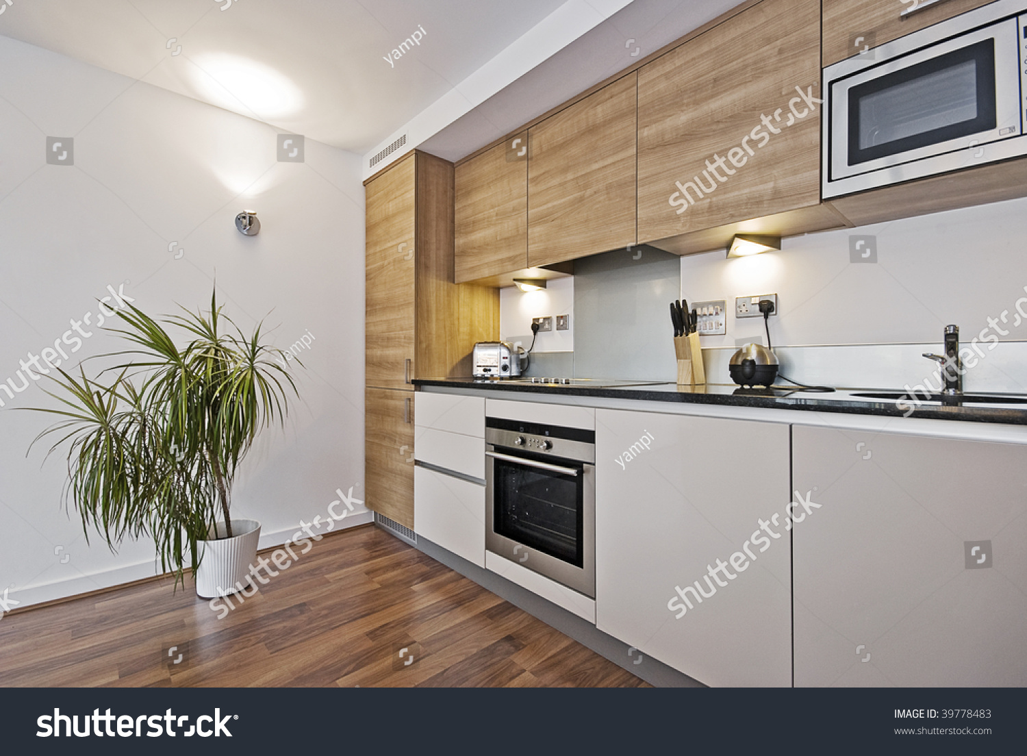 Beautiful modern kitchen with built in appliances and for Beautiful built in kitchens