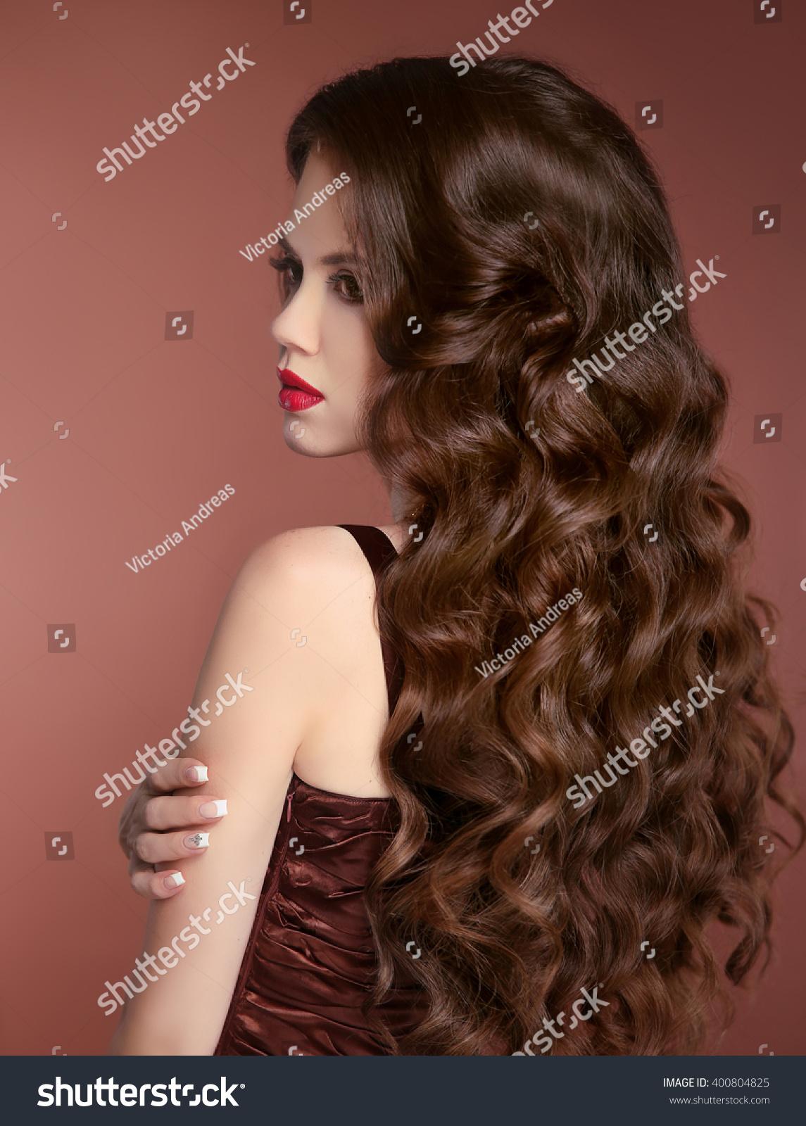 Повседневные прически на волнистые длинные волосы