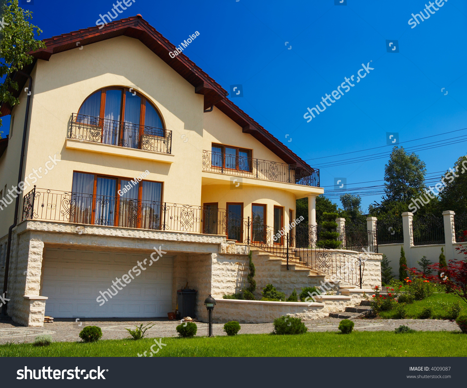 Beautiful residential house with great green lawn stock for Beautiful residential houses