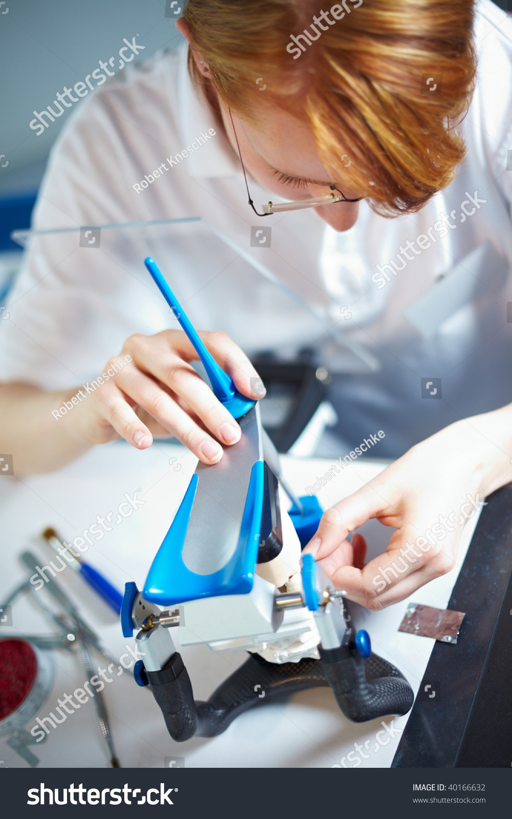 how to become a dental lab technician salary