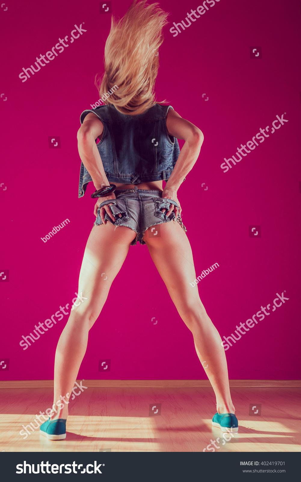 Blonde Booty Dancing 29