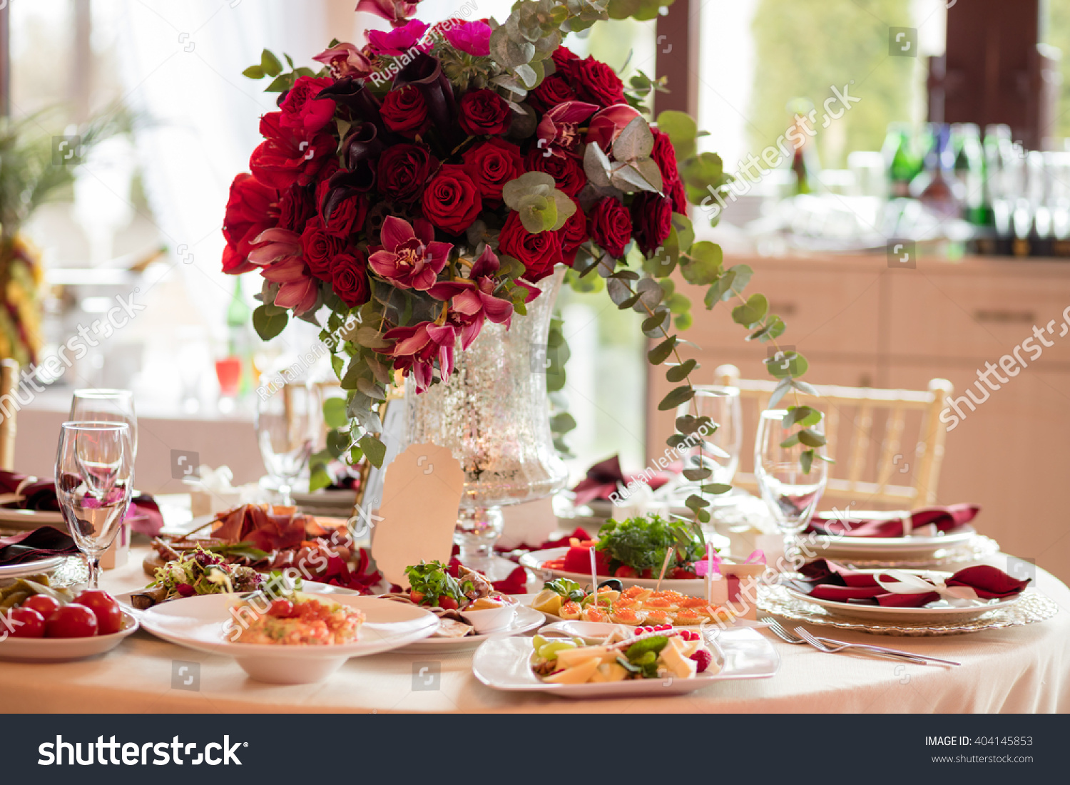 Table Setting At A Luxury Wedding Reception Beautiful Flowers On