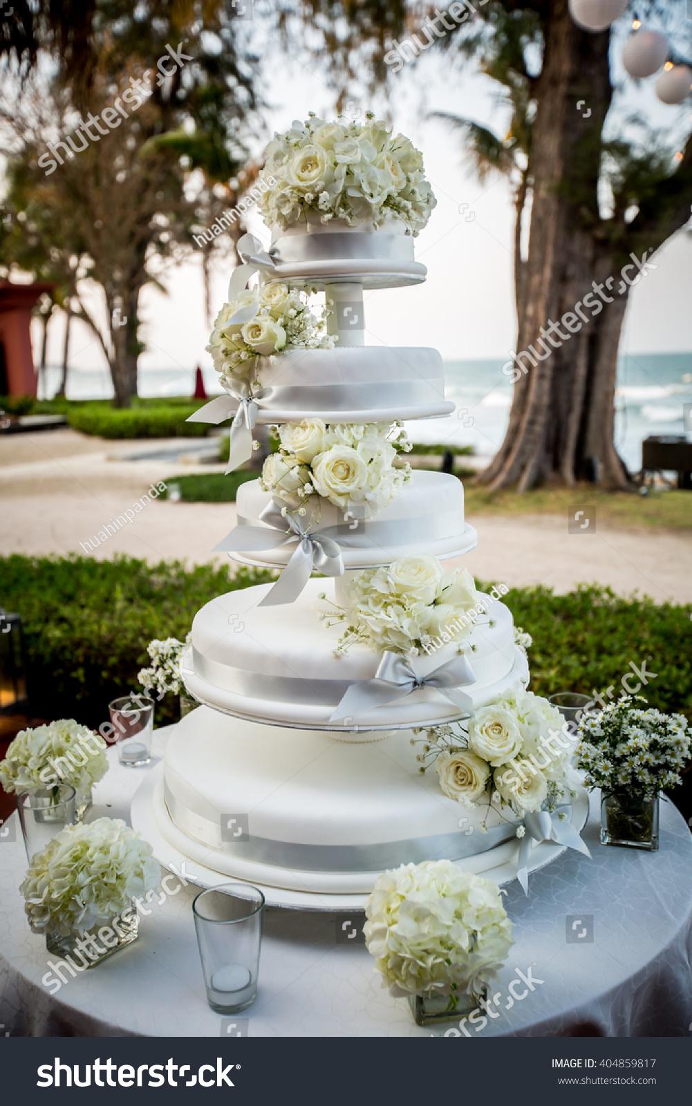 Wedding Cake White Roses Decoration Stock Photo Edit Now 404859817