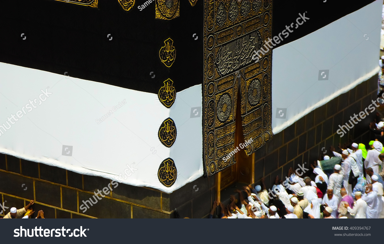 MECCA JUNE 30 Crowd of pilgrims circumambulate around Kaaba on June 30 2015 in Mecca Saudi Arabia Pilgrims circumambulate seven times to show their submission to the religion