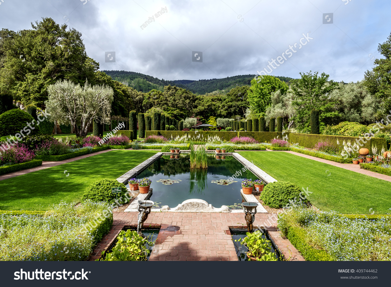 Beautiful English Style Garden Pool Fountain Stock Photo Edit Now 409744462