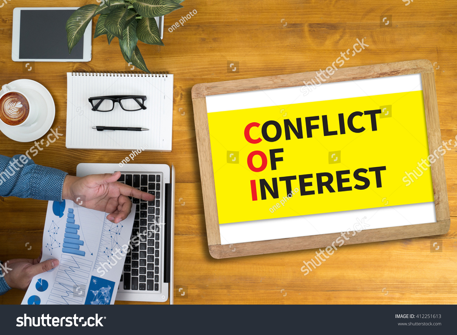 the conflicting interests of a working These are some examples of conflicts of interest at work prevention is the best cure for most problems consider what you do at work, and what you do that is related to your work, that might make other people think that you might be acting, or tempted to act, against your employer's interests.