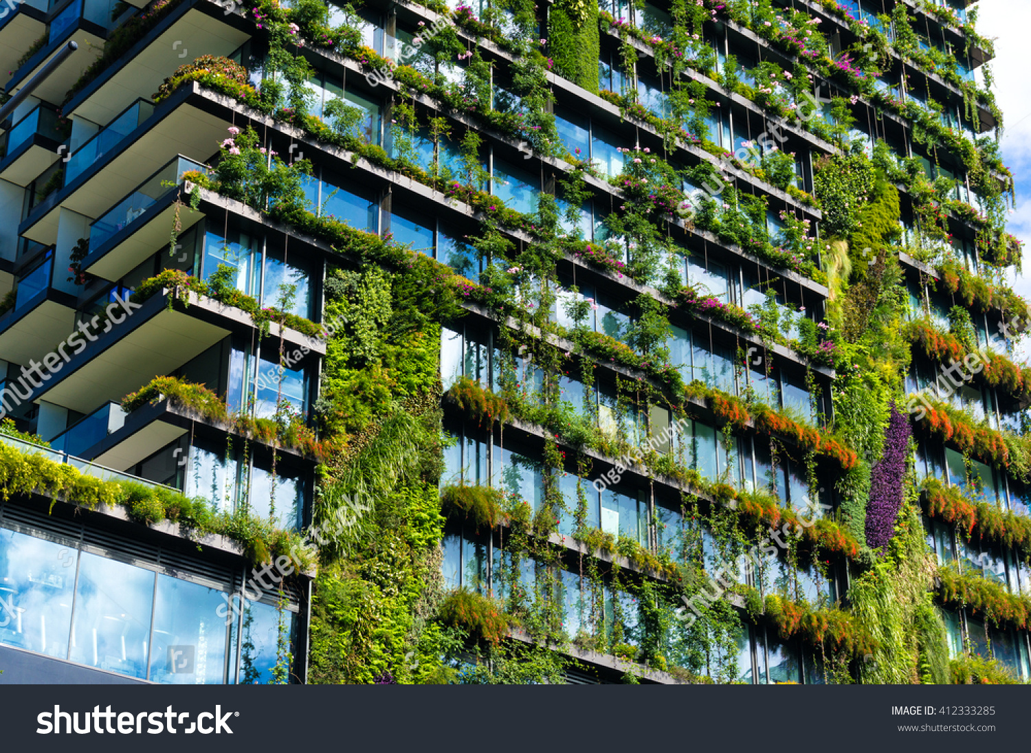 concept of green building Leed certification provides independent verification of a building or neighborhood's green features, allowing for the design, construction, operations and maintenance of resource-efficient.