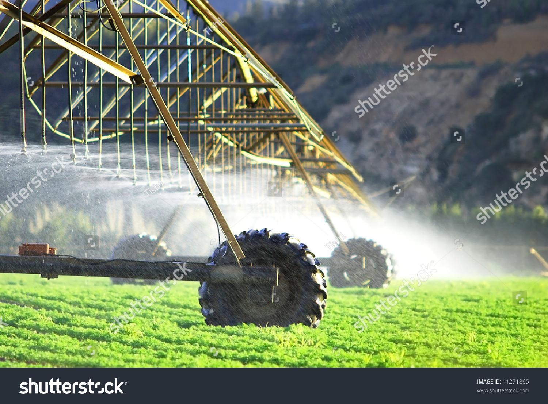 Modern Irrigation System Watering Farm Field Fotka: 41271865 ...