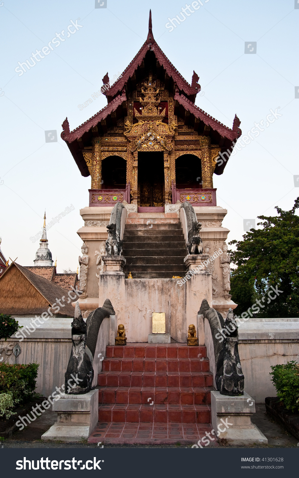 Northern thai style architecture wat phra sing chiang for Wat architecture