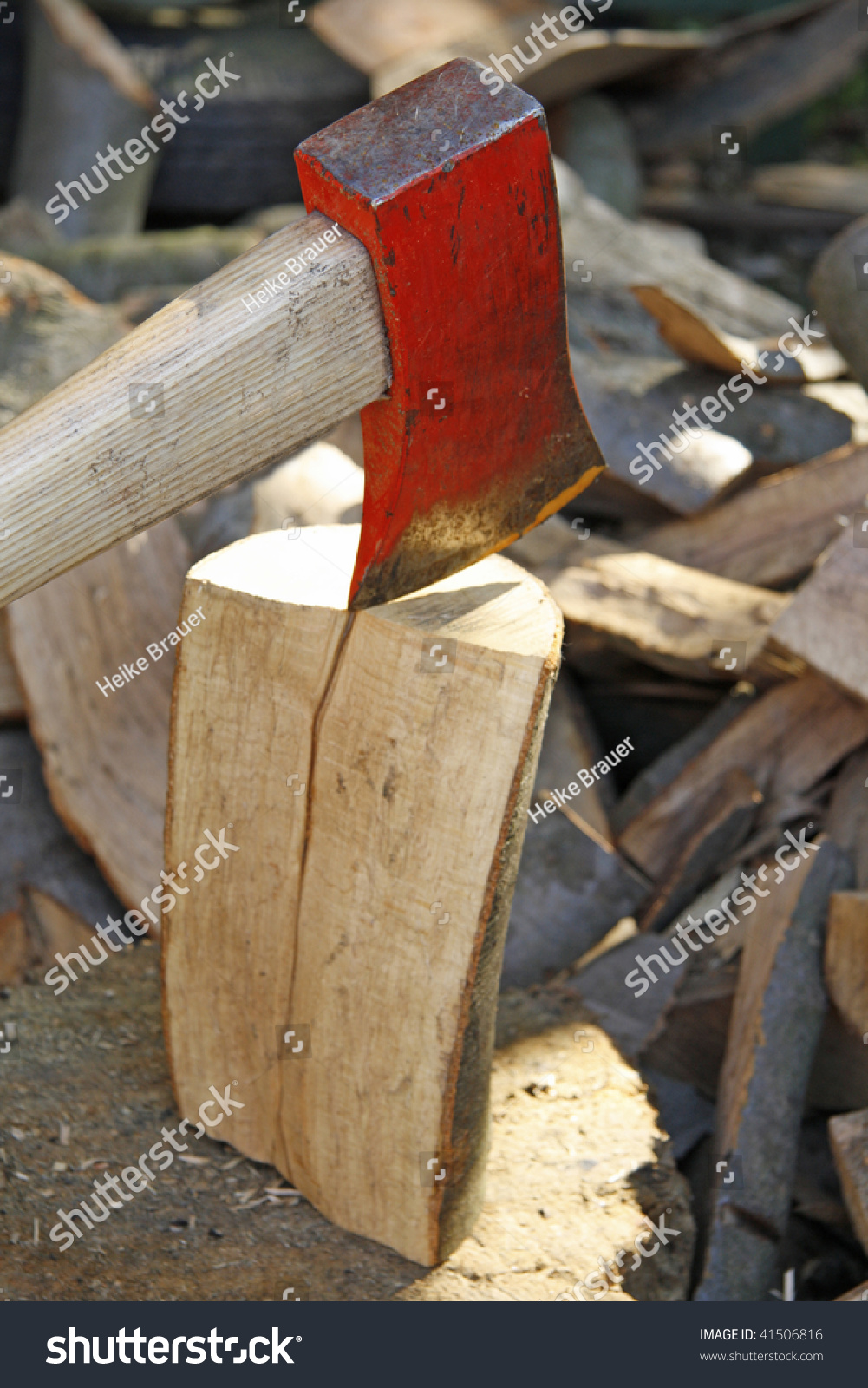how to cut firewood with an axe
