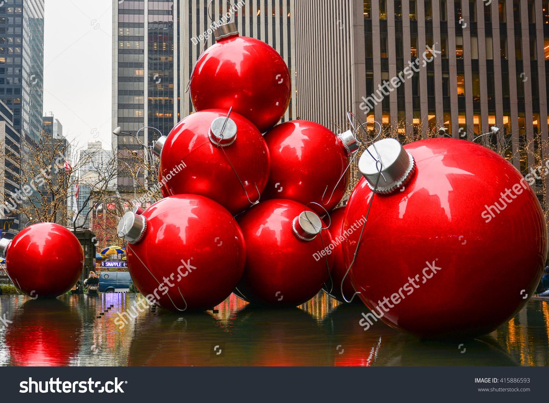 new york united states december 28 2015 giant christmas balls in a - Giant Christmas Balls