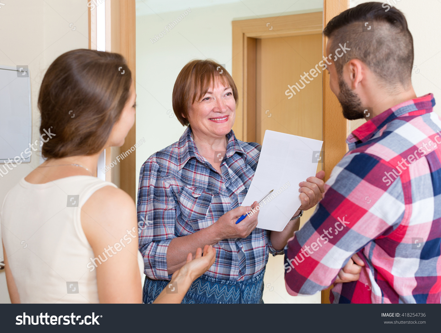 Mature woman and the neighbo boy