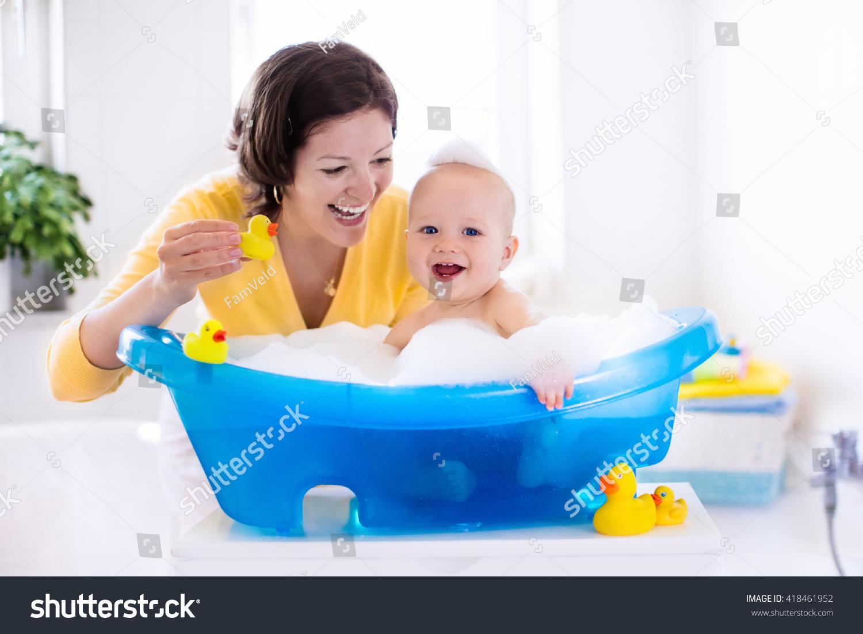 Дети в ванной Дети Брат Сестра Ванной Комнате Плавание Играть Брызг ...
