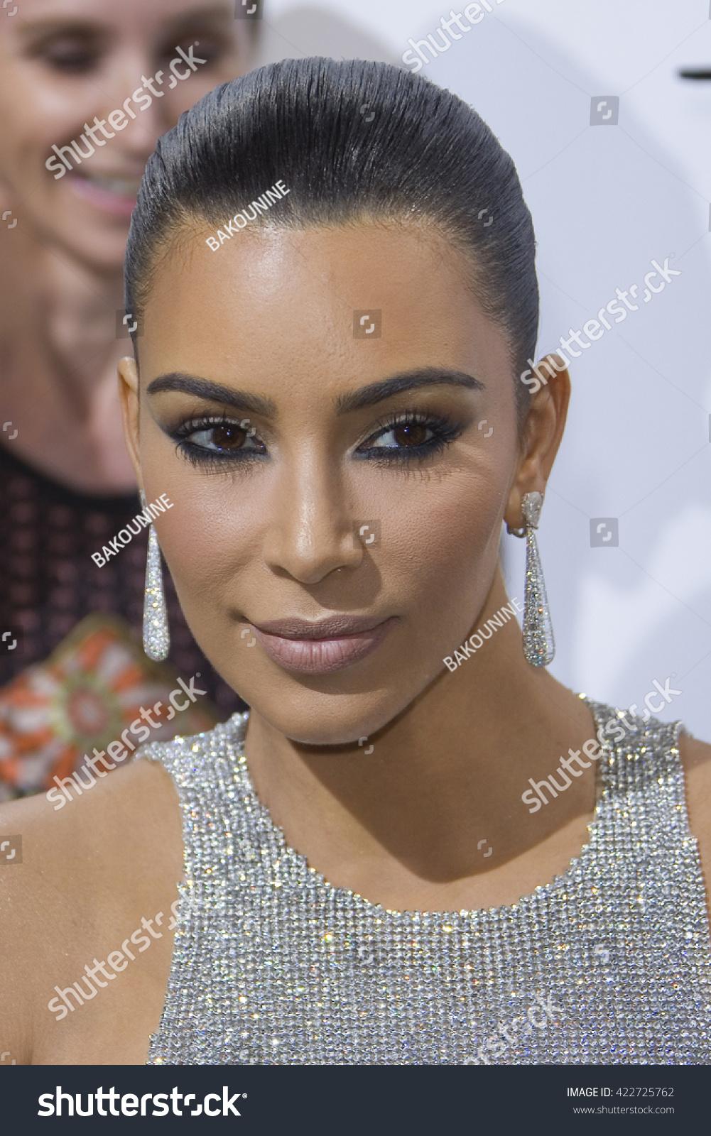 Shutterstock Editor 是一款在线图片和照片编辑器。 Kim Kardashian