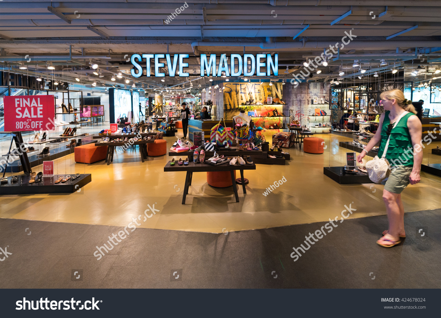 BANGKOK - MARCH 17, 2016 : A view at the Steve Madden store of ladies